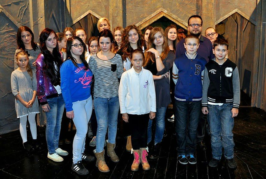 """[ZDJĘCIA] Uczestnicy """"arkowych"""" warsztatów teatralnych zwiedzili Teatr Powszechny w Radomiu!"""